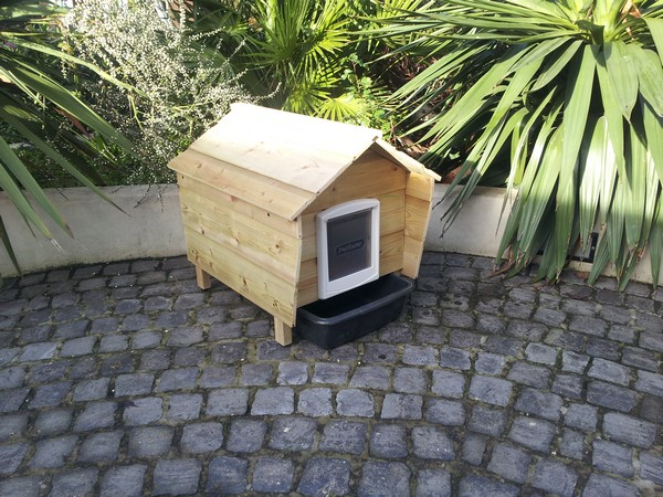 The Outdoor Cat Litter House