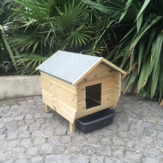 Outside Cat Litter Tray With Roof